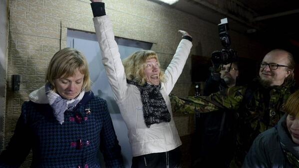 Yay! Sini Saarela expresses joy after her release on bail. H/t @GreenpeaceSuomi, photo by @Maikkari #FreeTheArctic30 http://t.co/eQUul2ojCW