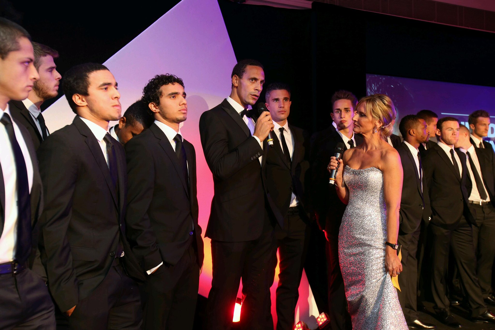 """@MU_Foundation: @rioferdy5 & the players talk to host @SkyJacquie on stage at the #UTD4UNICEF gala dinner http://t.co/wtD8L9pWBV"" RVP OMG"""