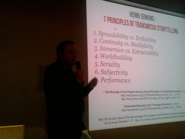 Hey,au premier rang du meet-up #Transmedia. On commence  avec un passage obligé sur @henryjenkins! http://t.co/x53Yu8ChYA