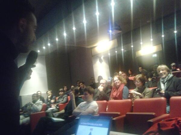 C'est à nous! @gonzagauthier introduit le travail du @centrepompidou sur les #réseauxsociaux #transmedia http://t.co/RgIgR7CwBv
