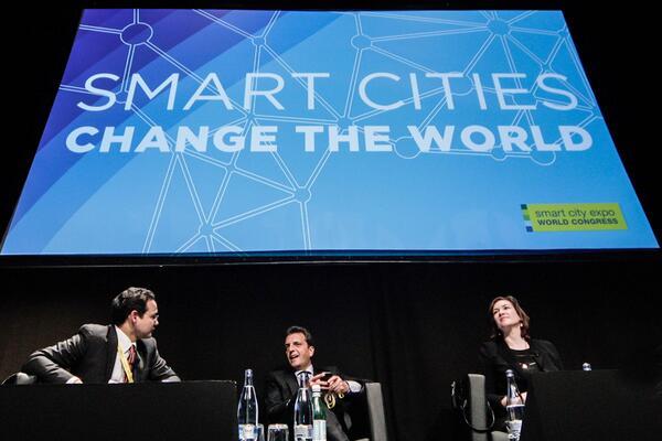 """Diserté hoy en #Barcelona en el #SmartCityExpo World Congress, sobre """"Gobierno Inteligente y Gobierno Abierto"""" http://t.co/OMOjF1zqqm"""