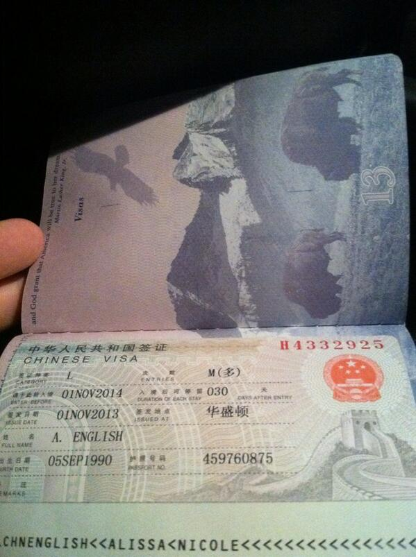 My favorite little piece of paper! #imofficallyallowedinchina #visapic.twitter.com/GSpIUs1CL4