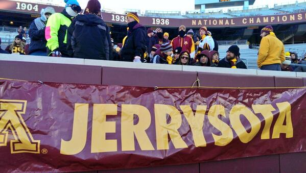 Some brave #Jerrysota students are already inside! #GopherGameDay #Gophers #badgers http://t.co/Gn5czaNQbn
