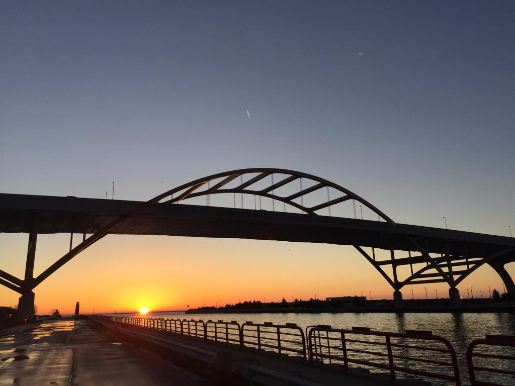 A beautiful sunrise in MKE! http://t.co/alwHERQGsh