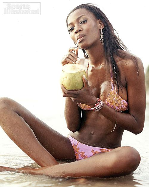 .@OLUCHI has been selected as one of the sexiest #sportsillustrated swimsuit models http://t.co/p5yLzwtCD6 http://t.co/9VgfZDOaQo