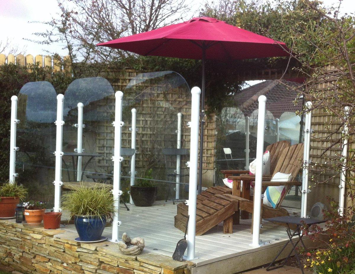 Garden windbreak screens garden ftempo for Garden windbreak designs