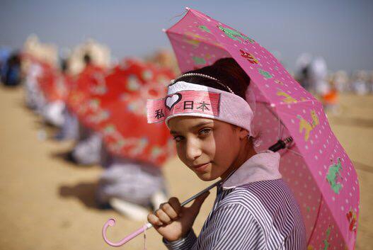 ガザの子供たち、日本の被災者へ強い連帯感を込めた祈りを捧げる huffingtonpost.jp/2015/03/11/gaz… ガザ地区はいろいろ大変なのに。・°°・(>_<)・°°・。ありがとう! pic.twitter.com/rbM9FQzSrM
