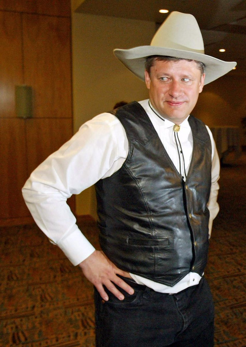 Where can I buy and perfect *this* offensive look @pmharper? #dresscodePM #cdnpoli http://t.co/Fpb44je8GJ