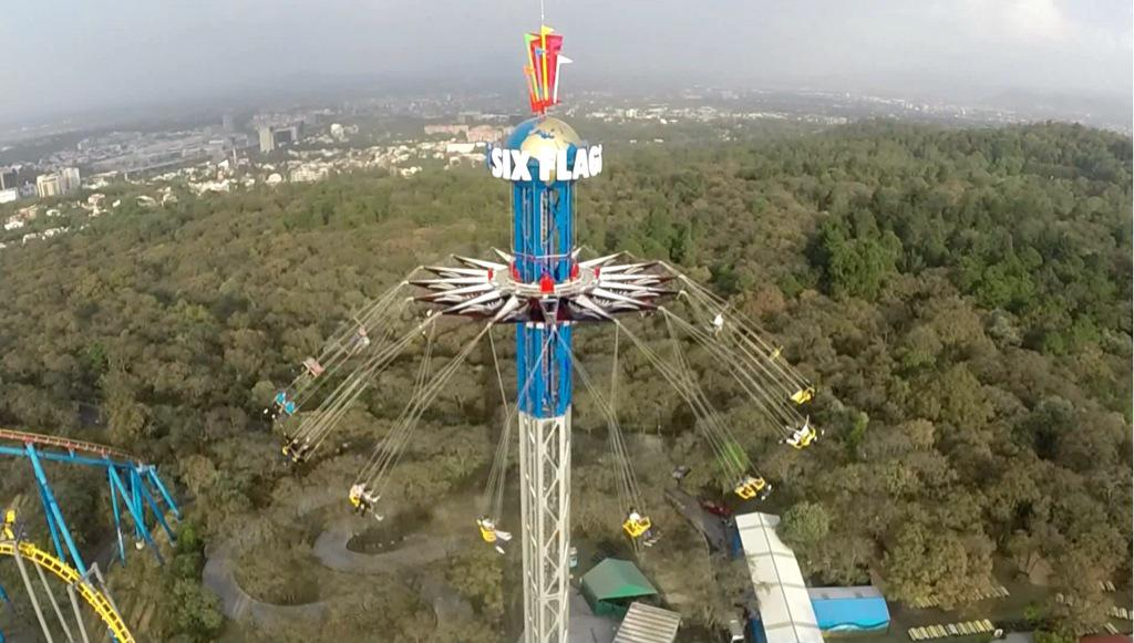 Lleva tu adrenalina a lo más alto de la torre de #SkyScreamer y #VuelaEntrelasNubes con una hermosa vista panorámica http://t.co/PQahaBDRRd