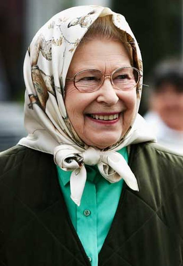 @pmharper i hope it isn't raining in Ottawa when this woman comes to visit #dresscodePM http://t.co/c5Yy9B6kZw http://t.co/ywEjYDK4oI