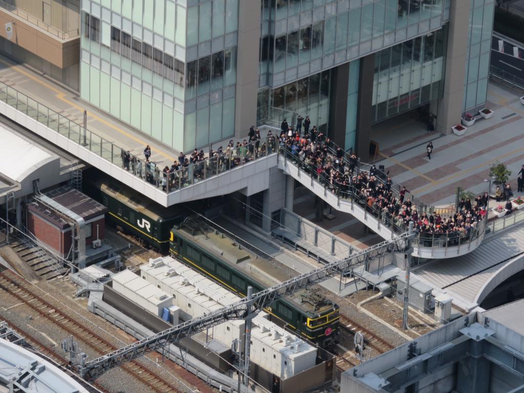 トワイライトエクスプレスは、先ほど大阪駅をほぼ定刻で発車しました! pic.twitter.com/2EqHWvho6e
