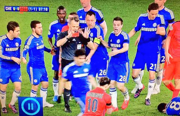 mužstvo Chelsea si prišlo žiadať červenú kartu pre Ibrahimoviča