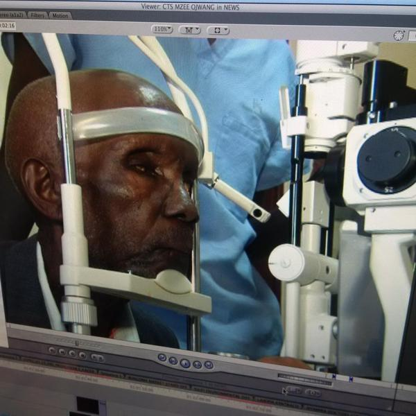 "#OkoaMzeeOjwang Airtel business name MZEEOJWANG reference ""Hospital bill""..Pamoja Tunaweza.@K24Tv @GhaflaKenya http://t.co/GXdg7DGiAr"