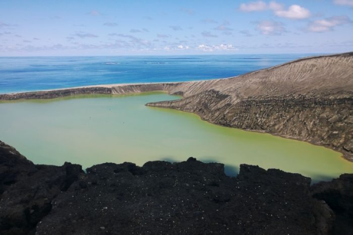 First pictures of Tonga's newly-formed volcanic island (photo by GP Orbassano) [700 X 467) via http://t.co/4Nx7HJyB2s http://t.co/NxsgMuVXr4