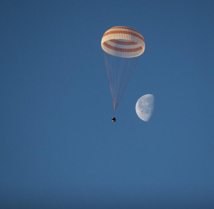 Just the moon and a trio of humans returning to Earth after 6 months on #ISS. No big deal. (awesome @ingallsimages). http://t.co/aTynkPBxQX