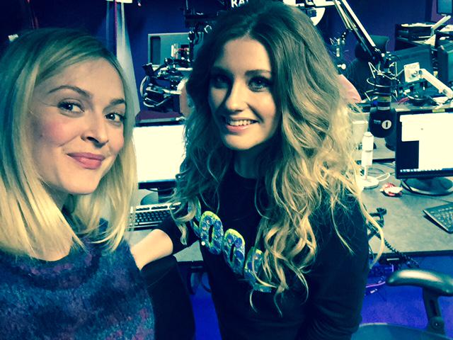 RT @BBCR1: So, @EllaHenderson's covering @JamesBayMusic in the Live Lounge at midday & James is listening... No pressure then! http://t.co/…