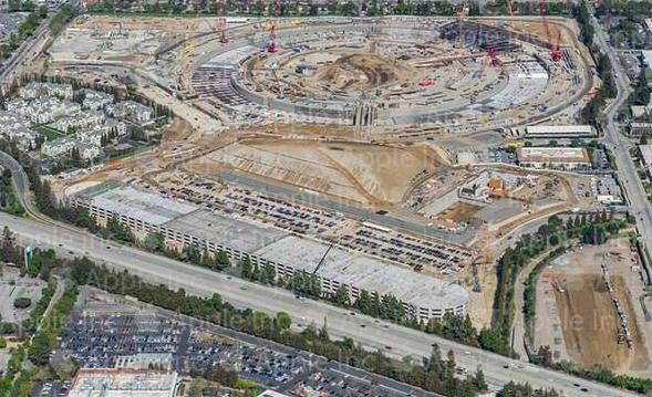 Скромно, но со вкусом #Apple  поделилась аэрофотоснимком своей новой штаб-квартиры. http://t.co/8xFeJLexwZ