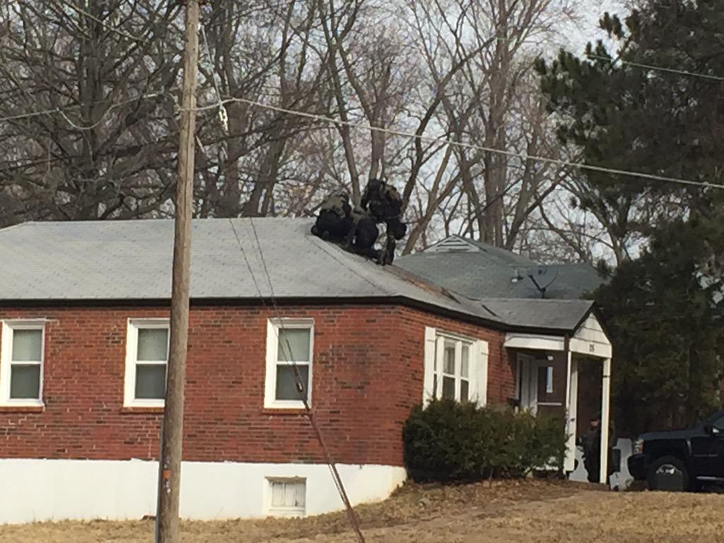 Police surrounded a home in #Ferguson. Officers on roof. @stlcountypd confirms part of shooting investigation. http://t.co/qUGSg9F3Wr