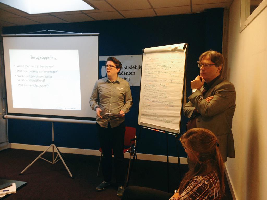 Medezeggenschapper @TUeindhoven en bestuurder @UTwente presenteren: verhaal vertellen aan álle studenten van belang http://t.co/HLRjq53Flc