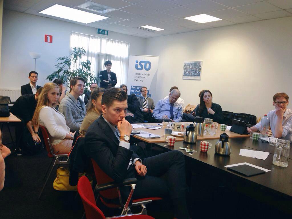 Studenten uit HO bij @HetISO in dialoog met bestuurders over medezeggenschap. Samen formuleren we verbeterpunten. http://t.co/EPaDs92jvZ