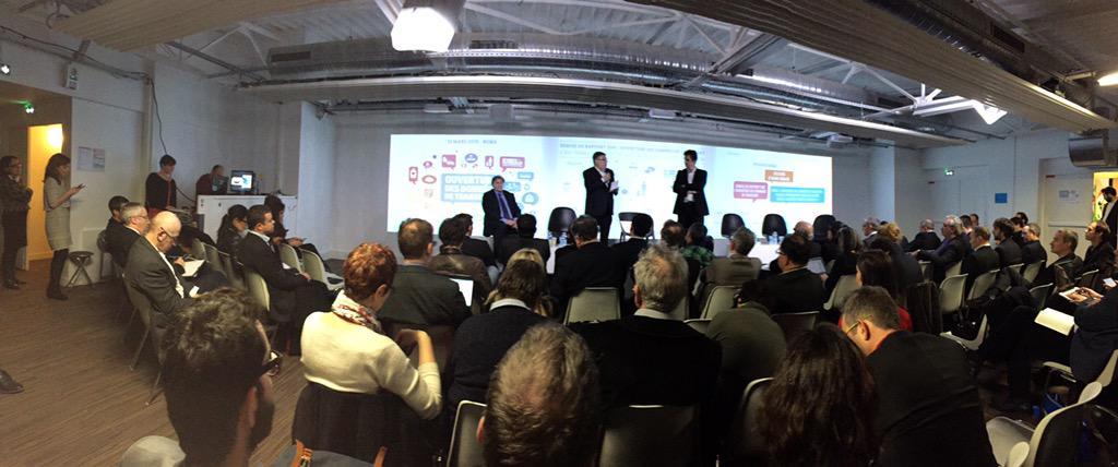 Salle comble sur la terrasse de @numaparis pour la présentation du rapport #opendata #transport  @AVidalies au micro http://t.co/J3xRHsBamw