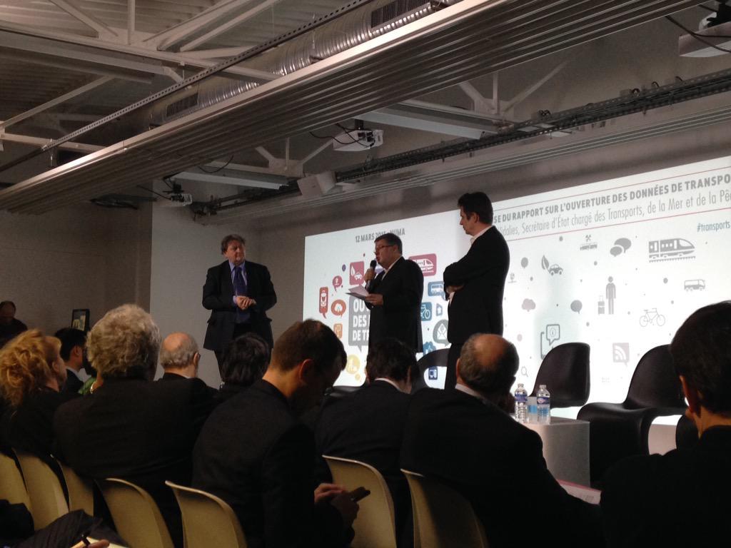 """""""La transformation numérique est en cours"""": remise du rapport #opendata et #transport à Alain Vidalies http://t.co/CFxcINUV89"""
