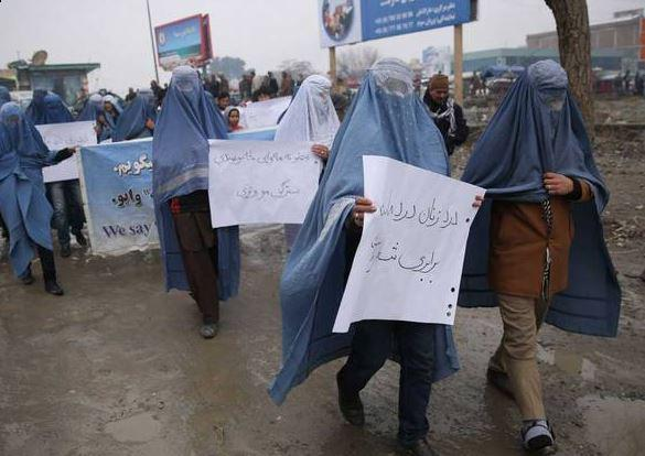 Afghan men marched through Kabul in burqas to draw attention to women's rights in Afghanistan. http://t.co/qtGTyt0GS2 http://t.co/Zuqti5JLlN