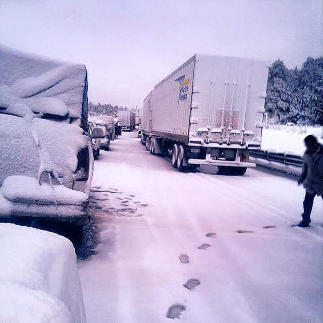 Yes, snow near Mexico City shuts highway https://t.co/vkZawpxOur