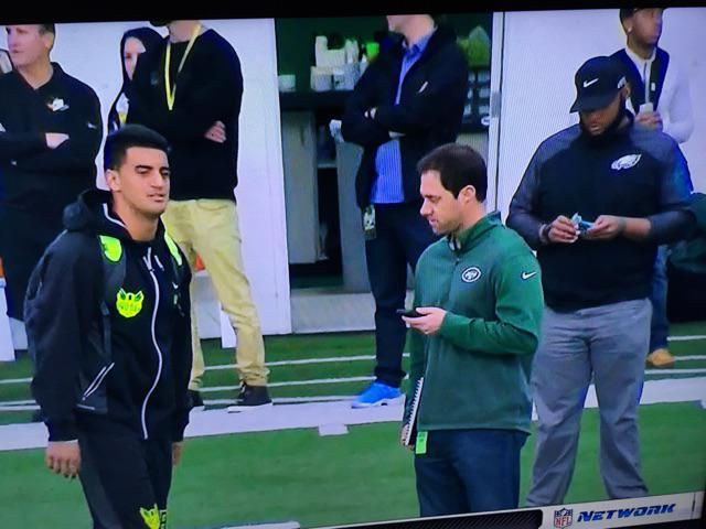 Chip's not interested in Mariota he's not attending his pro day! He's not there but his people's are standing next to http://t.co/fAXOCXFopG
