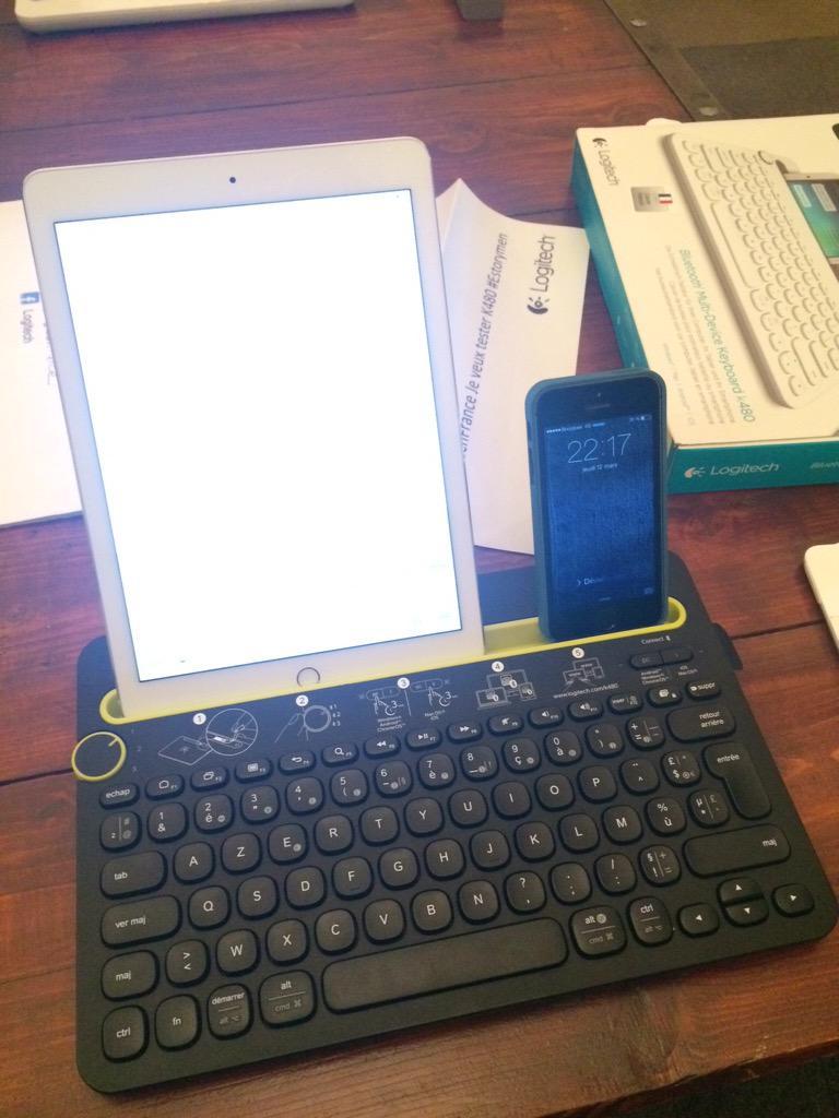 Nouveau clavier k480 de @LogitechFrance pratique pour utiliser une tablette et un téléphone en même temps #estorymen http://t.co/R03BaeLYXM