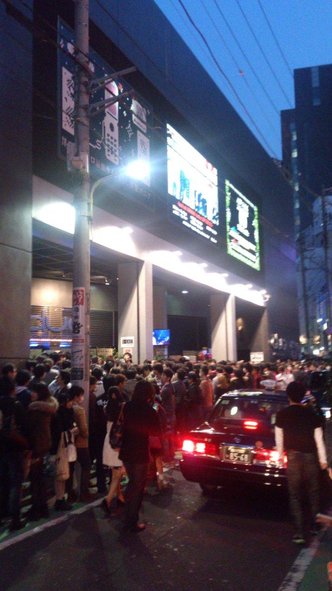 奥井さんとpile様の入場、開演同じ時間だからchaosと化してる http://t.co/7VjvthD6EI