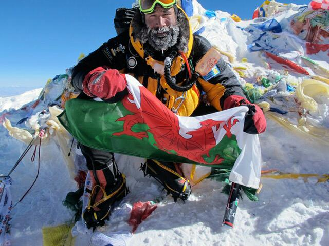 Happy St. David's Day guys! Dydd Gwyl Dewi Sant Hapus! #welshandproud #myflaggoeseverywherewithme http://t.co/6Vz9H7pW1N