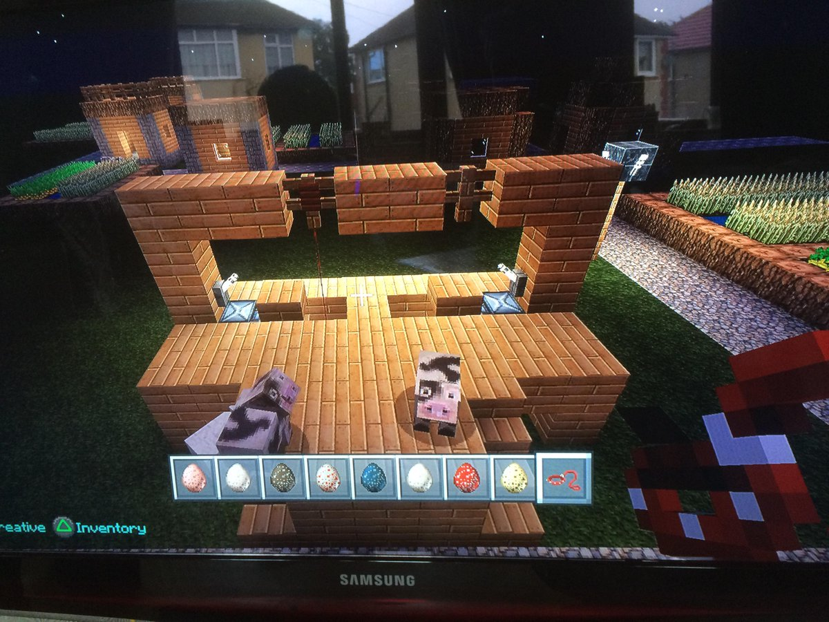 Ummmm my 8 year old has built a gallows in Minecraft and is hanging animals... Should I be worried?! http://t.co/JgKivGSOBU