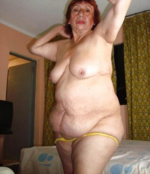 Laila boob show