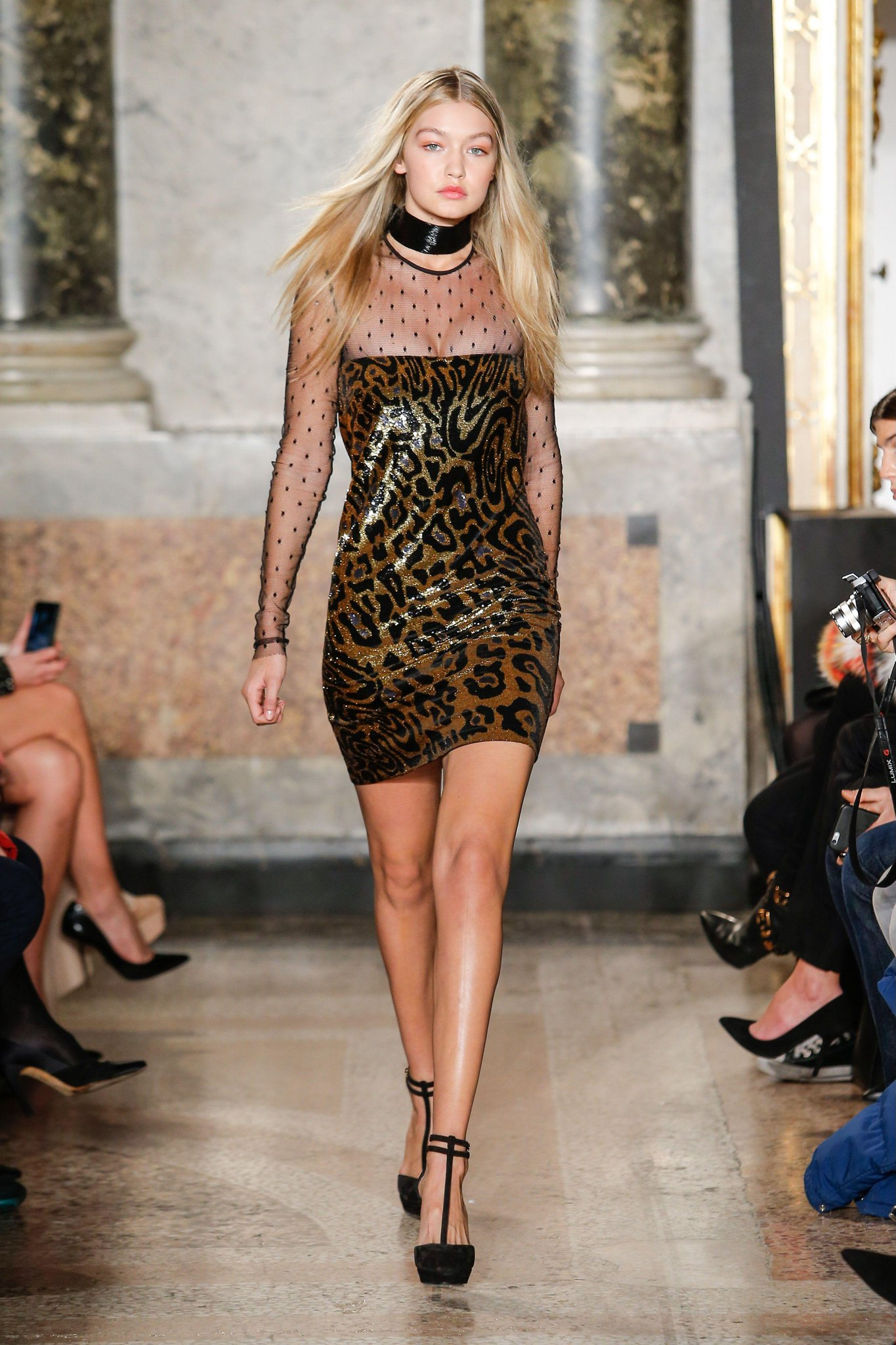 Gigi, Karlie and a whole host of supers stepped out for Emilio Pucci's amazing show http://t.co/urdxjYzvGP http://t.co/rPfg6a2cvx