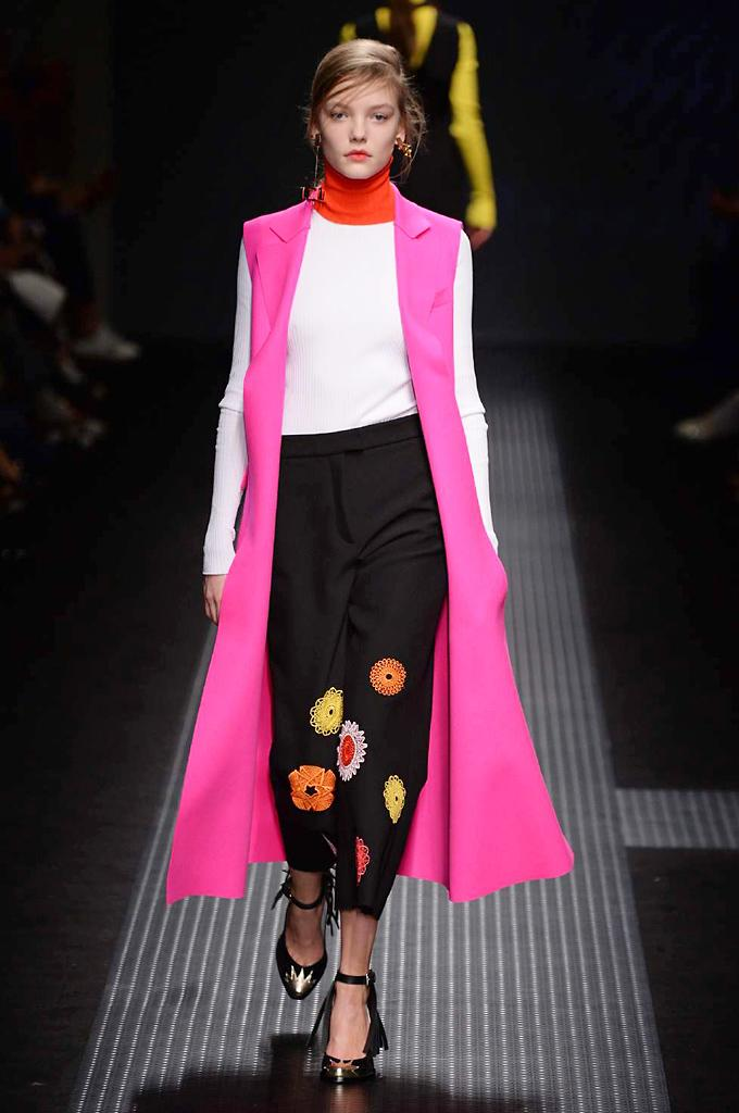 Every look from the @MSGM_ catwalk in Milan: http://t.co/bM8CSkE8QC #MFW http://t.co/jkEr68Qe3C