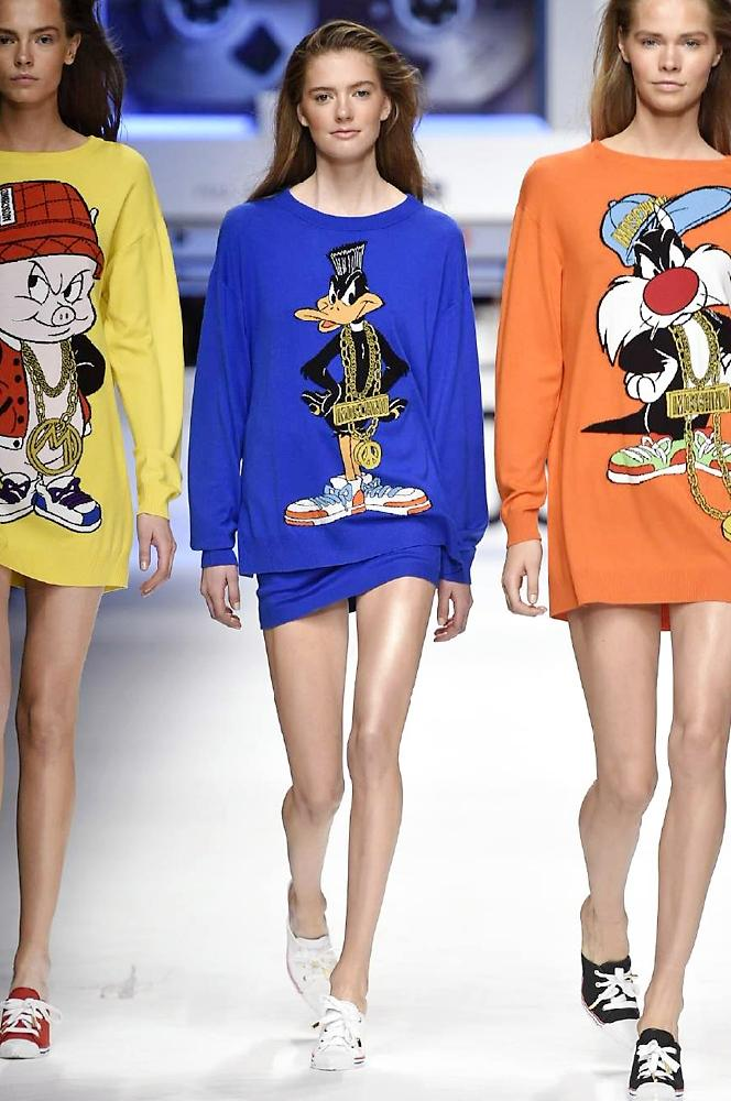 Who wouldn't want the Looney Toons on their jumper? See the whole Moschino a/w 2015 collection http://t.co/BXMhLRmeLG http://t.co/CohBiCmGID