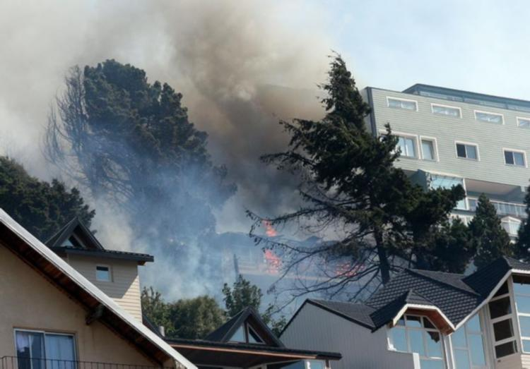 #Ahora El fuego llegó a la ciudad de Bariloche http://t.co/64hI8DgBsw