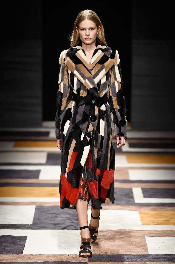 See every look from the autumn/winter 15 Salvatore @Ferragamo show at Milan Fashion Week #MFW http://t.co/5CWbx4z9fl http://t.co/fzRgnEtfkA