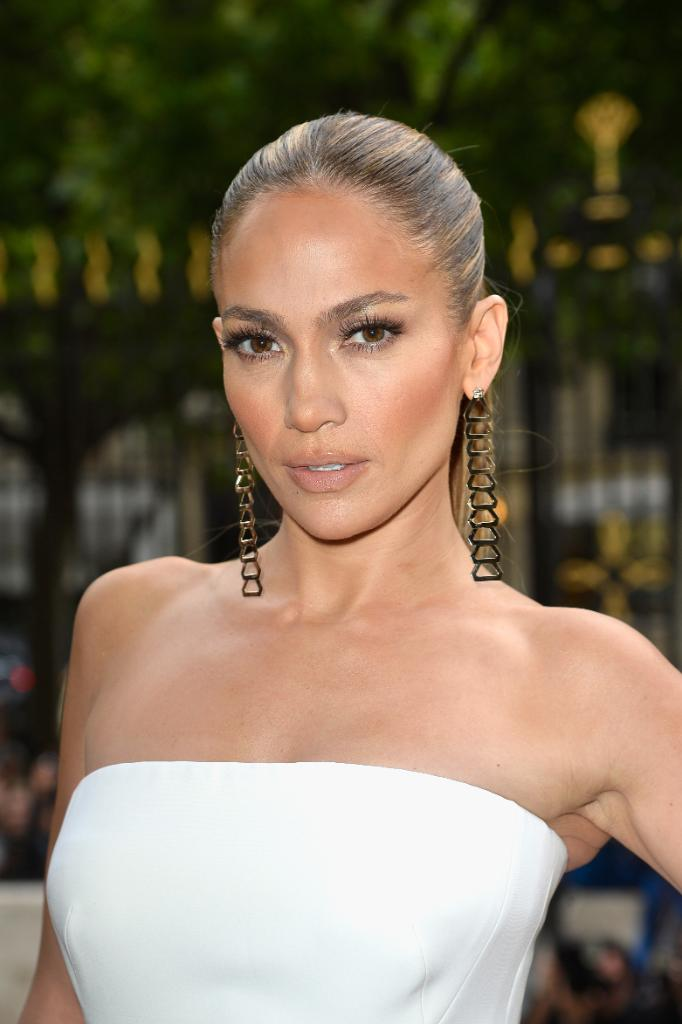 Jennifer Lopez opens up about being cheated on: http://t.co/OzAwLlXPLd http://t.co/3KsIgSFBHp