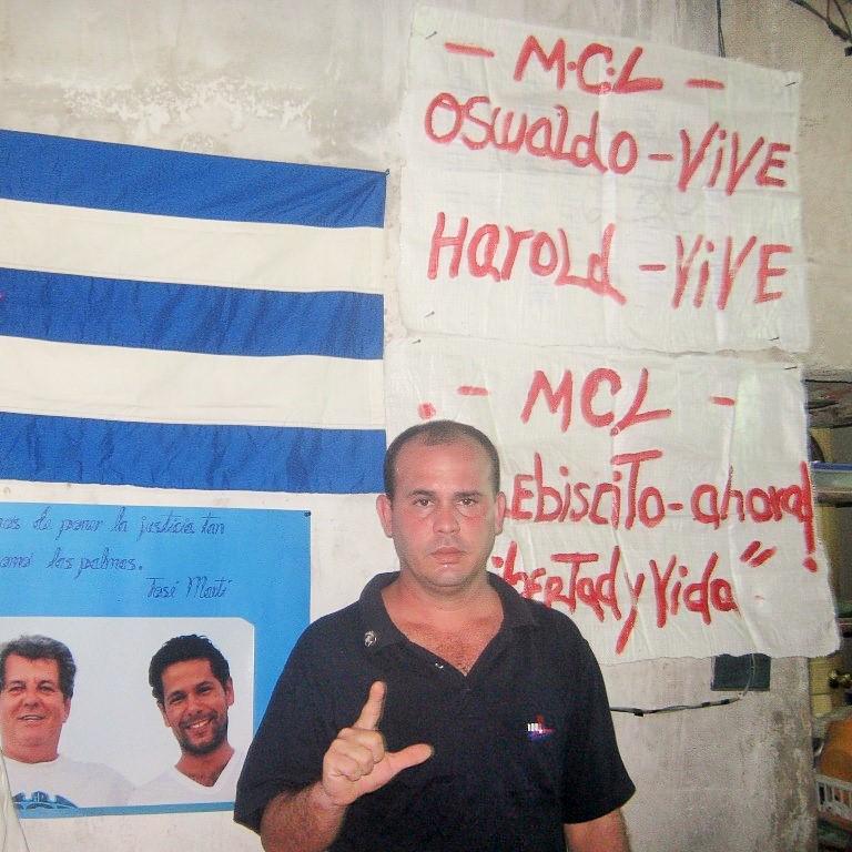 Sitiados miembros del MCL en Santiago de Cuba B_Cs1WTXAAArS1i