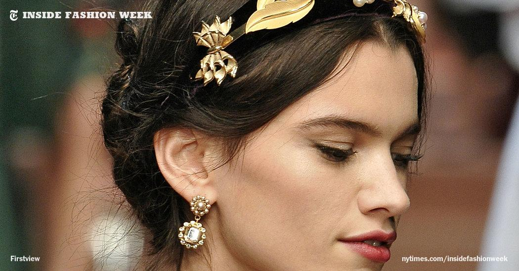 Romantic and ornate hair at Dolce & Gabbana's show, which was dedicated to mothers. http://t.co/omENqNIjt1 http://t.co/fmiIhMJGbN