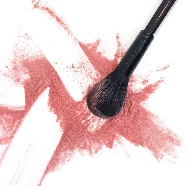 Our favorite Sunday afternoon activity? Playing with makeup, obviously. http://t.co/mpUVbonGhZ