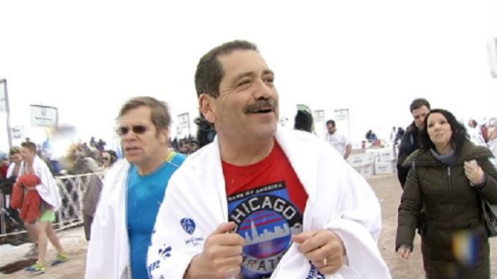 "Mayoral candidate Jesus ""Chuy"" Garcia jumps into Lake Michigan in Sunday's Polar Plunge http://t.co/3McYcpXVFc http://t.co/XJa0lQrk4G"