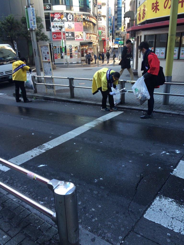 はっちゃけ隊 @hachake315 の皆さんが金沢遠征でお疲れのようだったので代わりにセンター街の清掃をしてまいりました!今週も月曜日からがんばっていきましょー! by パーリーピーポー  #PASSPO #はっちゃけ隊 #清掃活動 http://t.co/xVL1xHjbk9