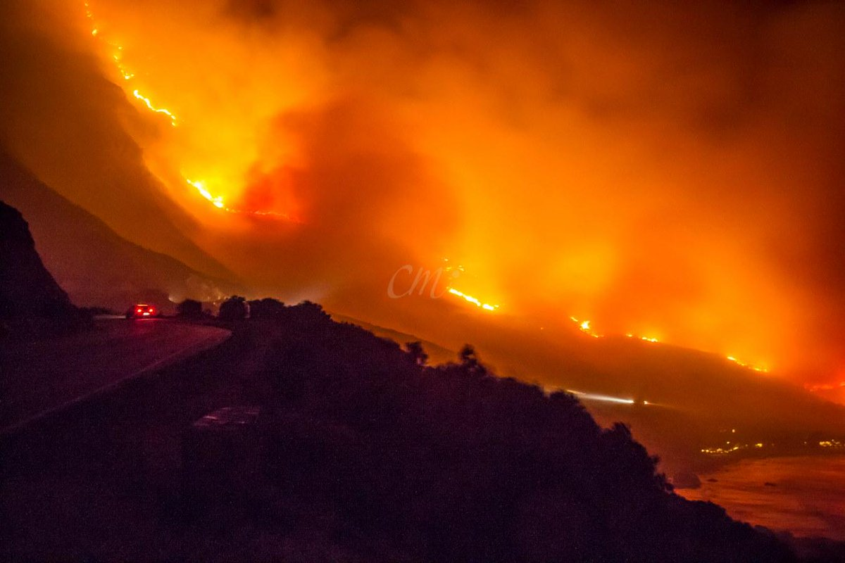 Chapman's Peak burning from peak to sea. Pic courtesy @charleshbmercer via FB. #MuizenbergFire #Houtbay http://t.co/8BRPfZHEuU