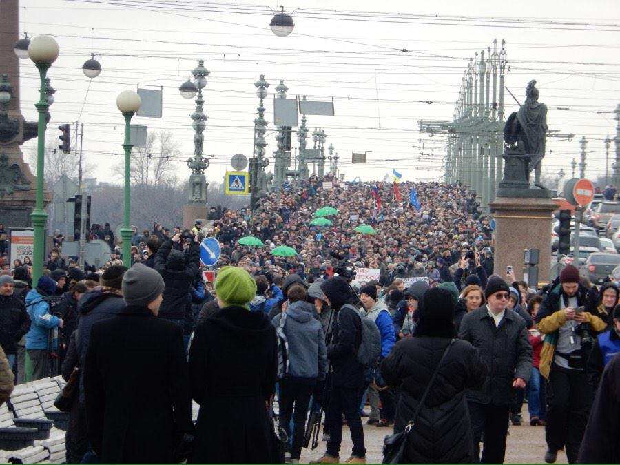 держится фото с митинга бориса немцова в санкт петербурге мире получили изображение