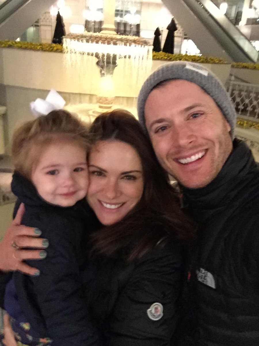 Family photo of the tv-personality, married to Danneel Ackles, famous for Cybill & Blonde.
