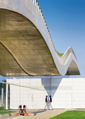 An innovative concrete wave built in Paris - take a look here: http://t.co/9yw5EsWVmf #construction http://t.co/QOYqwC4lNz