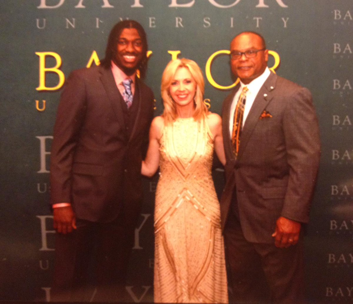 Honored to be on same bill as these #Baylor legends, Heisman Winner, @RGIII and Hall of Famer, Mike Singletary.#SicEm http://t.co/aRvhYJJe0t
